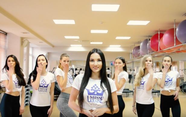 Preparation of the Miss Ukraine team for the race at the airport